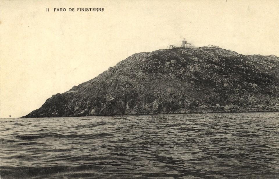 O cabo de Fisterra e os principais edificios que o coroan nunha postal da segunda década do século XX copia