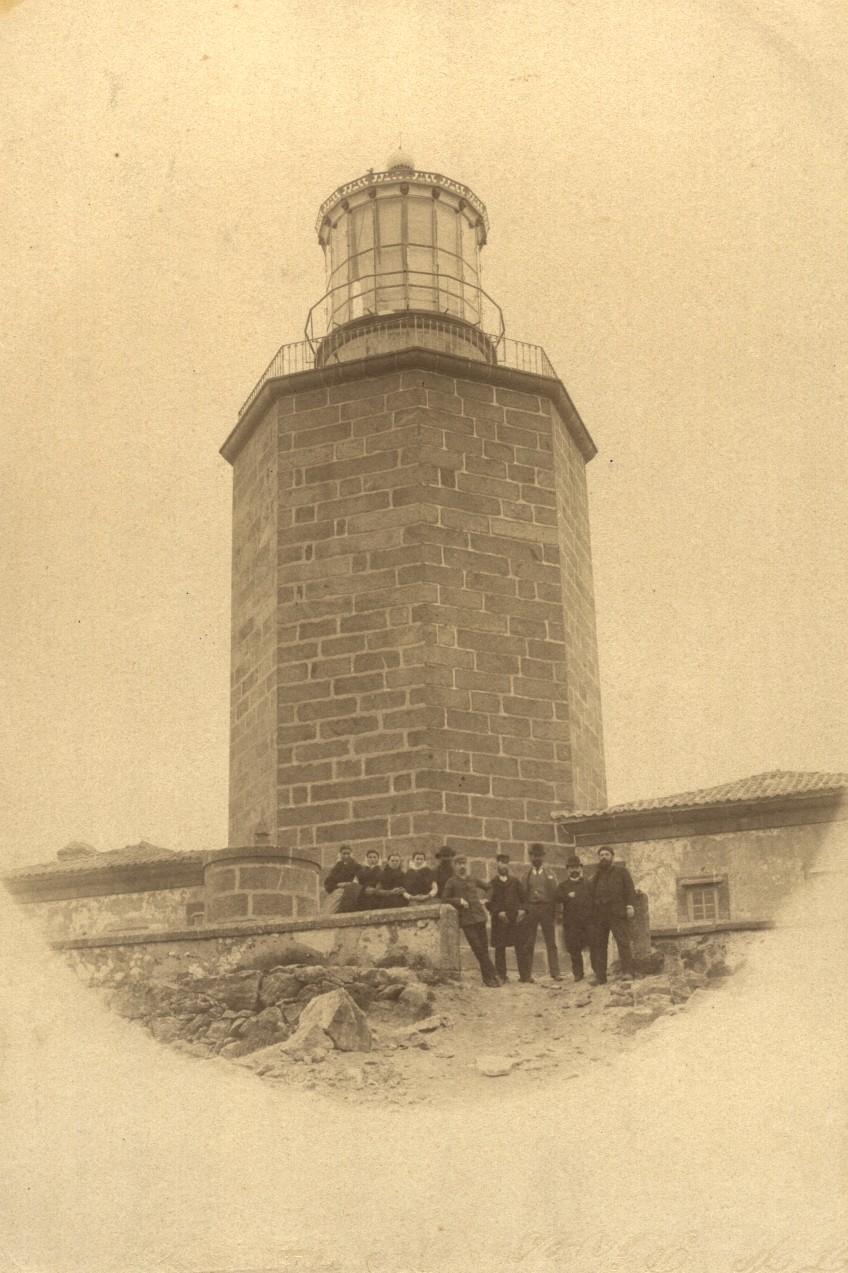 O faro de Fisterra do que sobresae a torre en 1888